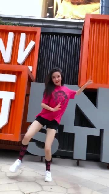 美女热舞-《快乐崇拜》